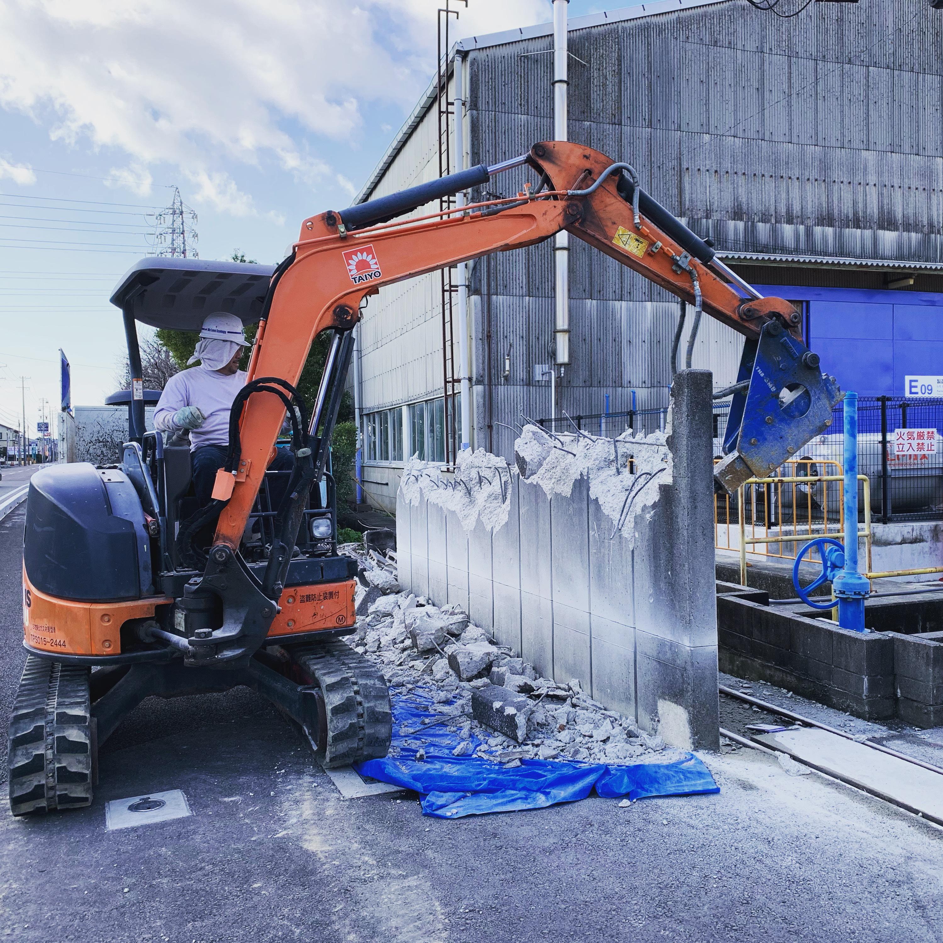 犬山市 工場敷地内の擁壁・ブロック塀の撤去作業