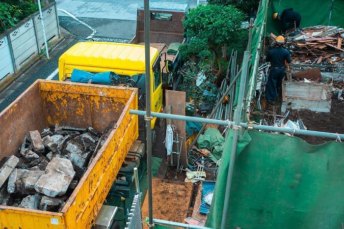 産業廃棄物収集運搬を依頼する前にチェックするポイントとは?