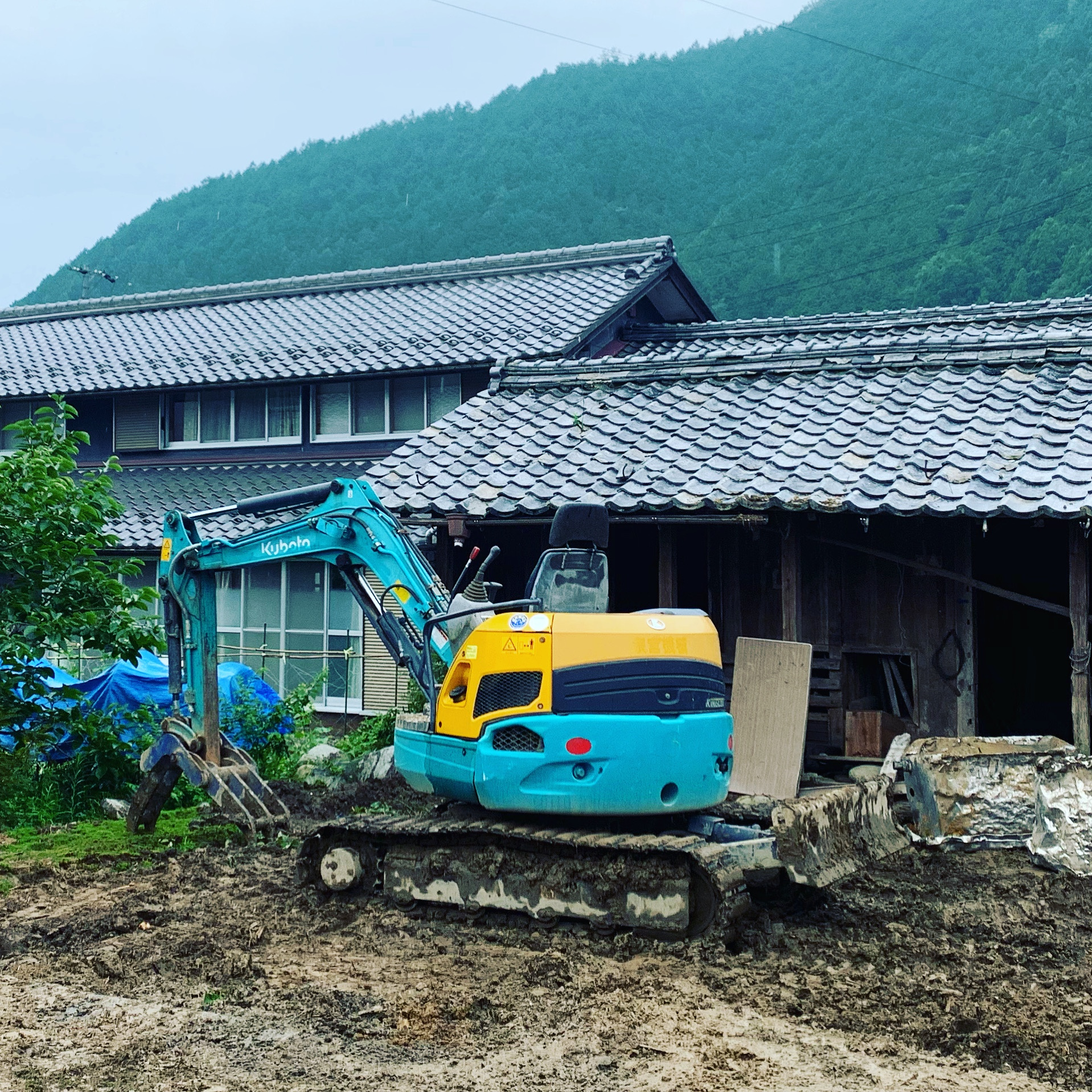 雨の中…解体工事